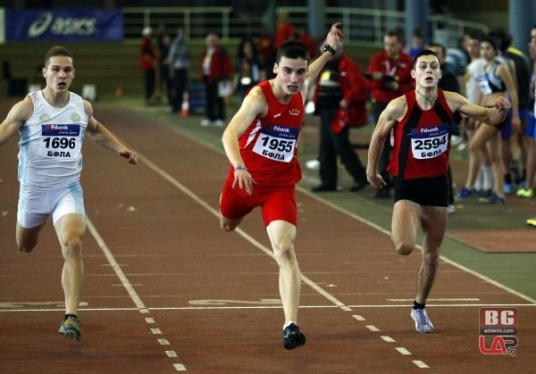 Ангел Ангелов /вдясно/ достигна до финалното бягане на 60 м юношите младша възраст,