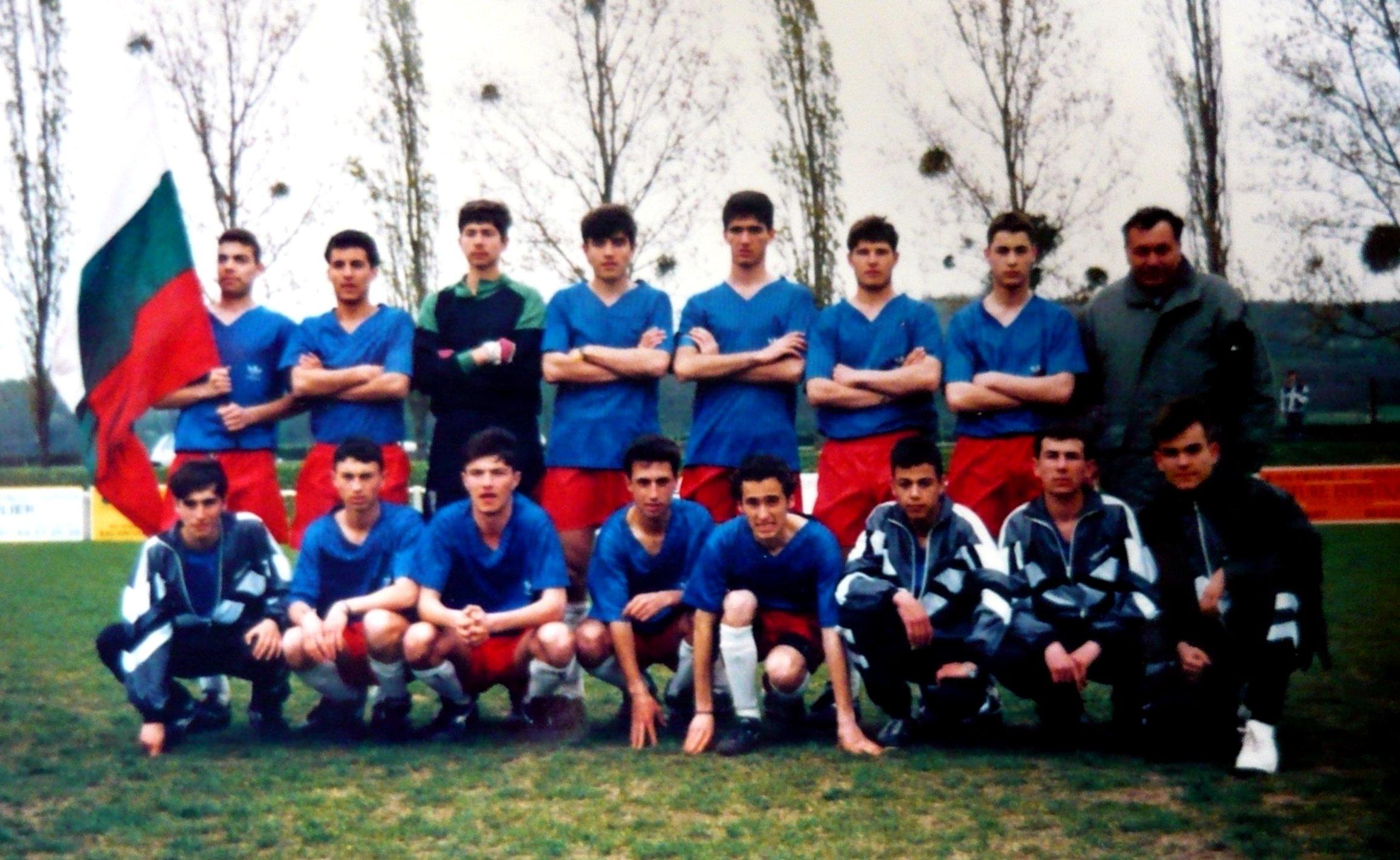 Юношите на Корабостроител през пролетта на 1995 г.